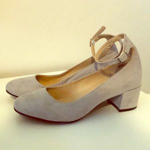 Chinese Laundry tan suede low heel sz8.5